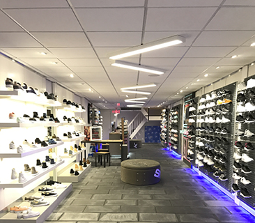 Sneakers store Alphen over op LED