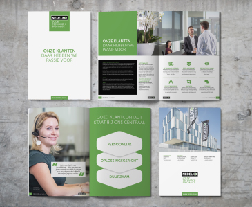 Nieuwe company brochure op de plank